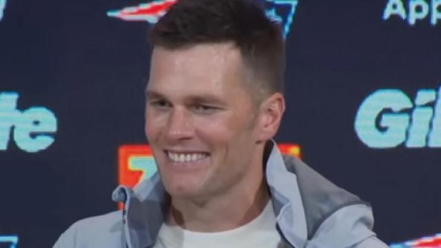 Tom Brady shows love to fans, Joe Namath can't imagine Brady leaving the Patriots