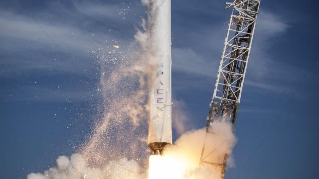 SpaceX to test its astronaut abort system
