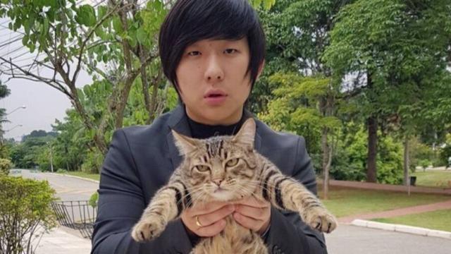 Pyong Lee revolta protetores de animais depois de desfazer de seus gatos, antes do 'BBB20'