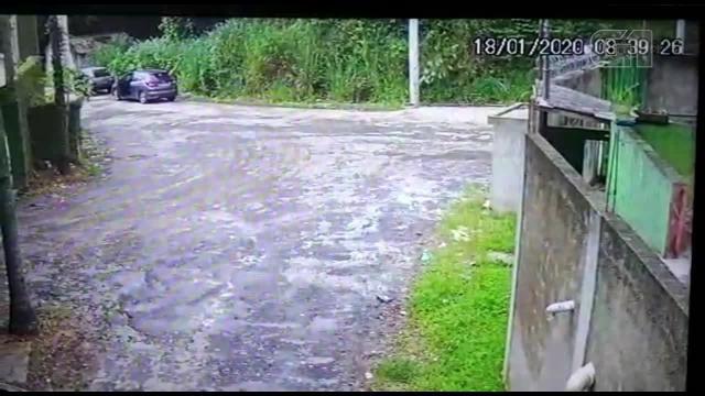 Vídeo mostra carro com corpo de PM carbonizado sendo deixado em Guarulhos