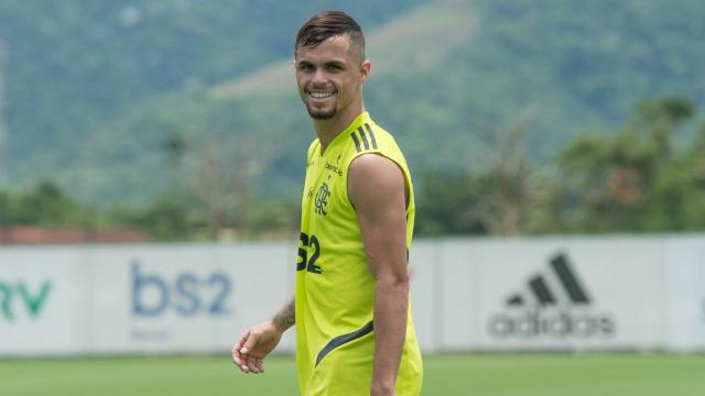 Michael, novo reforço do Flamengo, tem história inspiradora