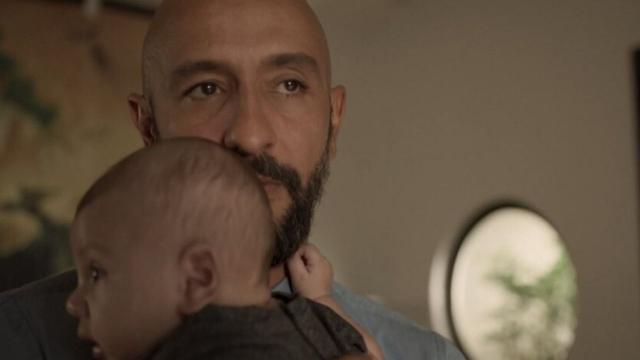 'Amor de Mãe': Álvaro fica desconfiado da paternidade do filho e expulsa Verena de casa