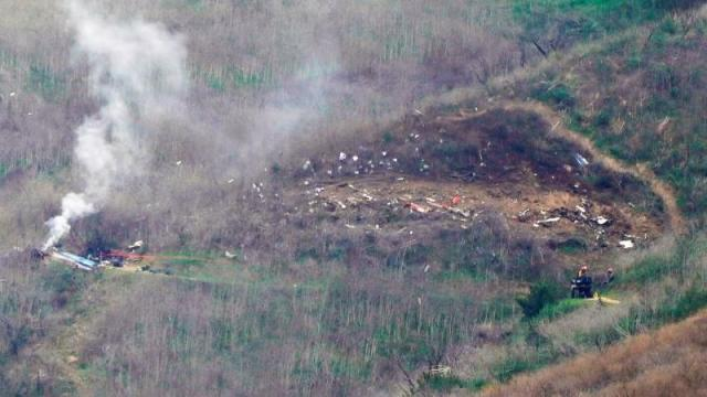 Polícia conseguiu resgatar três corpos das chamas do helicóptero que vitimou Kobe