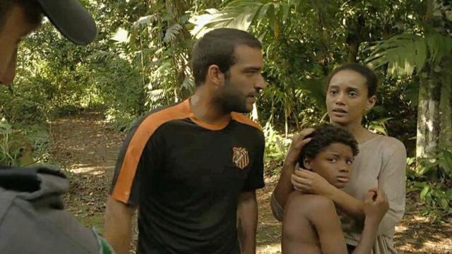 'Amor do Mãe': Vitória encontra Tiago perdido em matagal depois de arrastão