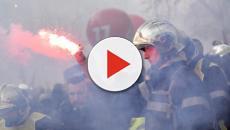 Parigi, scontro tra vigili del fuoco e poliziotti