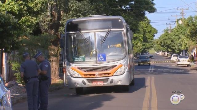 Ex-companheiro mata mulher dentro de ônibus e depois se suicida