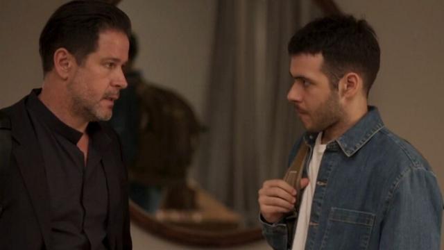 'Amor de Mãe': Vinicius recebe tiro para poder salvar Amanda
