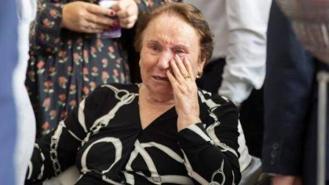 Em entrevista, mãe de Gugu Liberato revela saudades do filho