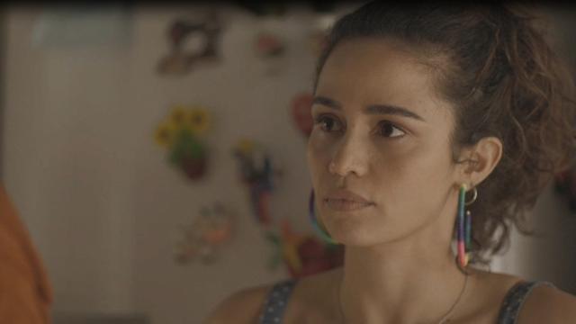 Érica se apaixona por Sandro, 'ex-irmão' em Amor de Mãe