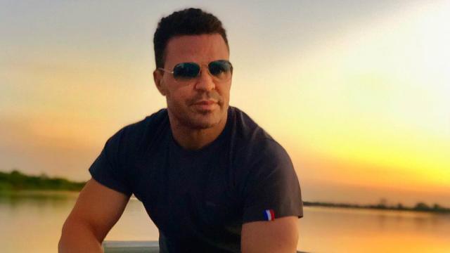 Eduardo Costa pede fã em casamento: 'casa comigo'