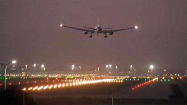 Sobrevuela Madrid un avión canadiense esperando hacer un aterrizaje de emergencia
