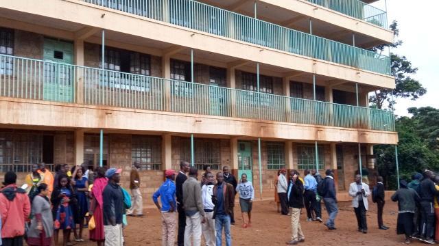 'Debandada mortal': crianças morrem pisoteadas após onda de pânico em colégio no Quênia