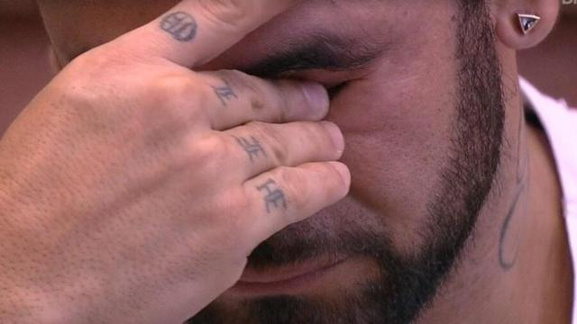 'BBB20': após discussão, Hadson chora com acusações a respeito de machismo