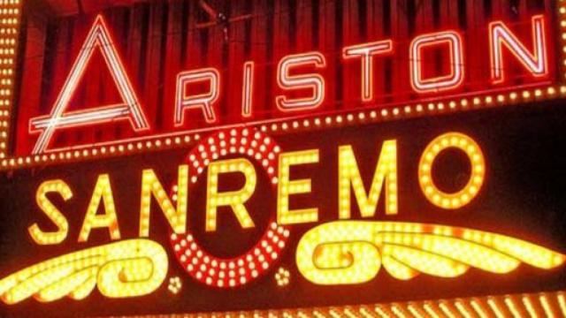 Sanremo, terza serata del 6 febbraio dedicata alle cover: Roberto Benigni ospite