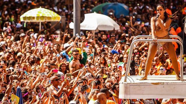 Pré-carnaval do Rio de Janeiro fica recheado de bailes à fantasias, feijoada e blocos