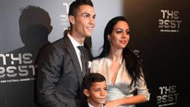 La compagne de Cristiano Ronaldo lui offre une voiture à plus de 180 000 euros