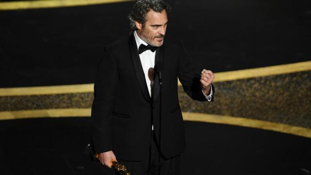 Joaquin Phoenix ganha Oscar de Melhor Ator e faz discurso emocionante