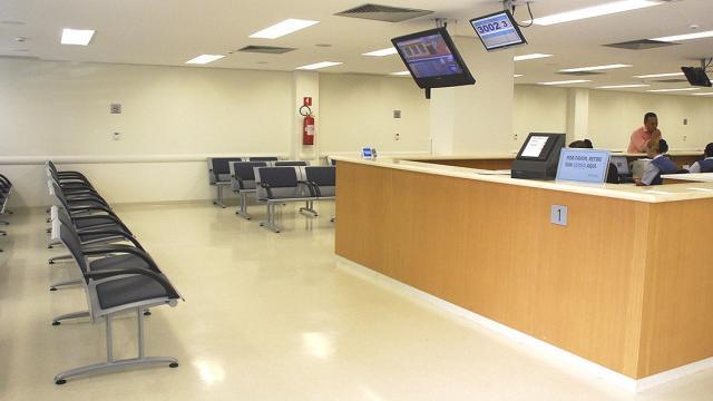 Hospitais em São Paulo oferecem oportunidade de emprego para recepcionistas