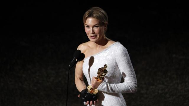 Renée Zellweger ganhar Oscar de Melhor Atriz por 'Judy: Muito Além do Arco-Íris'