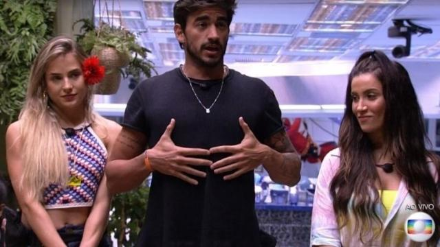 'BBB20':Manu faz piada questionando Gizelly sobre confinamento com sociopatas em potencial