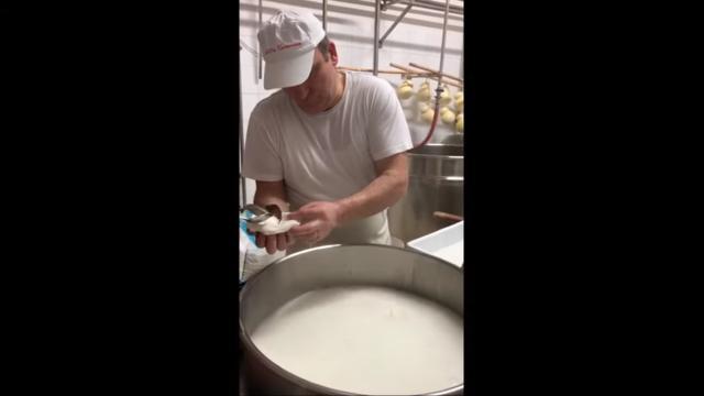 La mozzarella ripiena di Nutella vede la luce a Martina Franca