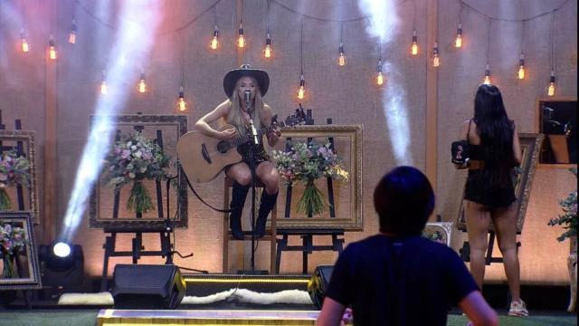 'BBB20': líder da semana, Gabi faz show durante festa