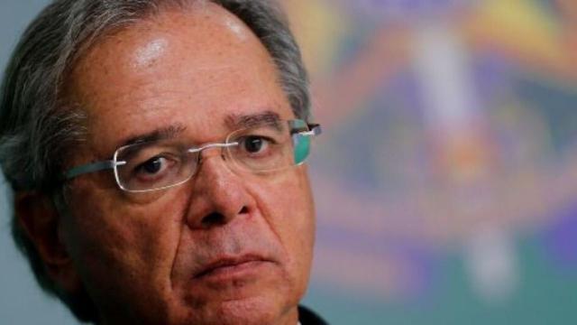 Guedes fala sobre dólar alto: 'empregada doméstica indo para Disney, uma festa danada'