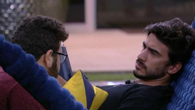 'BBB20': Victor Hugo dá em cima de Guilherme e o modelo fica incomodado