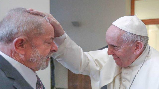 Lula vai até Roma e se encontra com o Papa Francisco no Vaticano