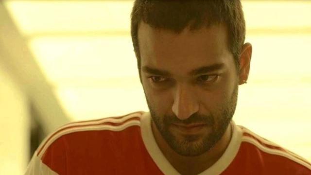 'Amor de Mãe': Sandro recebe tiro para proteger irmão