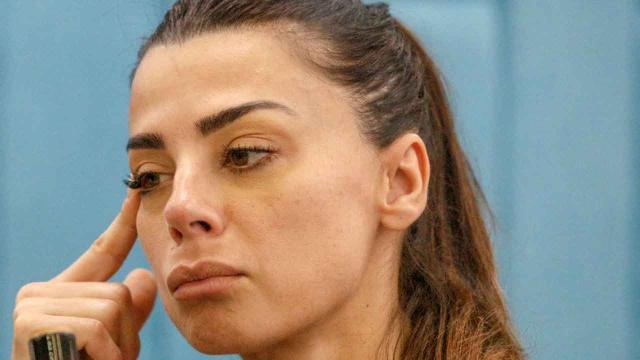 GF Vip, Serena Enardu nella bufera: 'Certe persone andrebbero incendiate'
