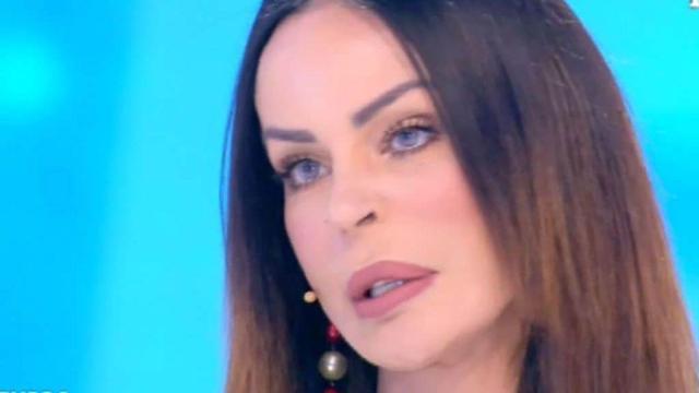 Nina Moric poco lucida durante il test della macchina della verità a Live Non è la d'Urso