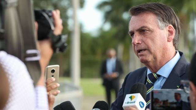 Bolsonaro insulta repórter da Folha com insinuação sexual