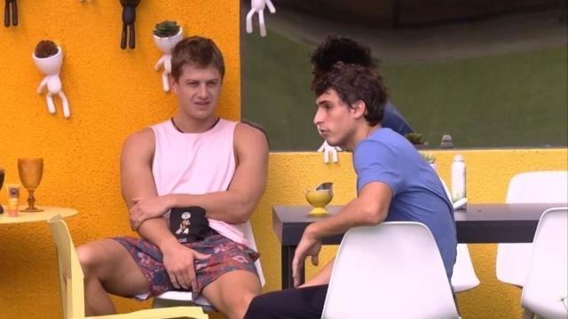 'BBB20': no raio-x, Felipe fala de conspiração e pede para que Lucas fique na casa