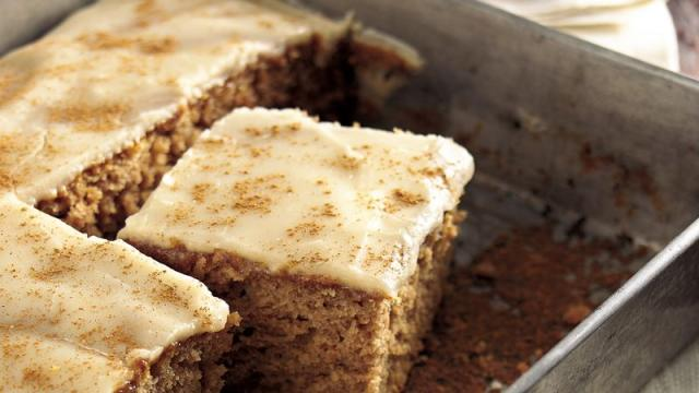 Simple and easy applesauce cake recipe