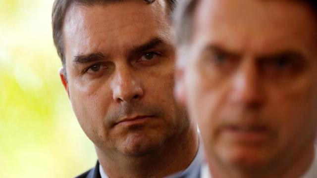 Bolsonaro diz que determinou homenagem a Adriano da Nóbrega