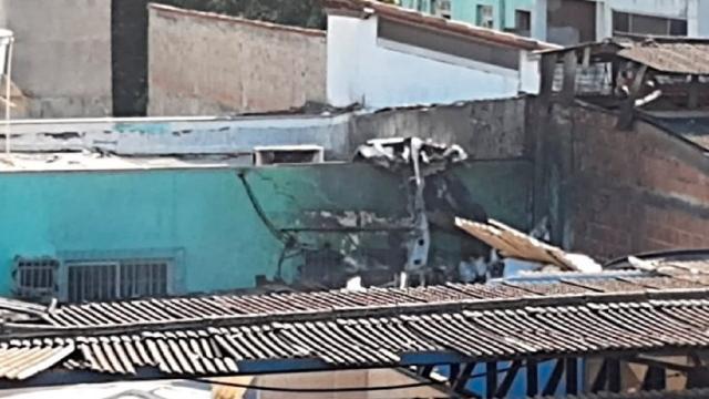 Acidente aéreo: aeronave cai em área residencial em Guarapari (ES)