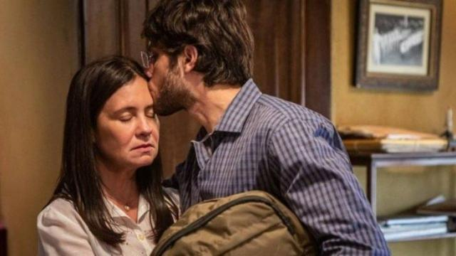 'Amor de Mãe': Thelma contrata alguém para se passar por progenitora de seu filho