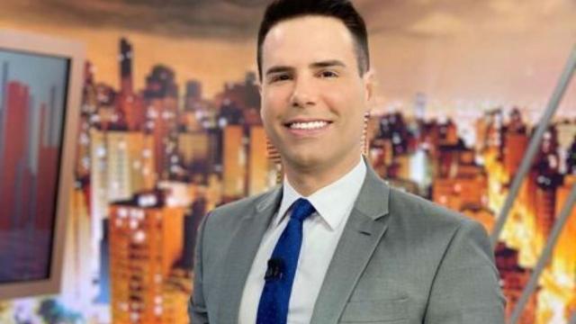 Luiz Bacci conta ao vivo para a mãe que filha foi assassinada