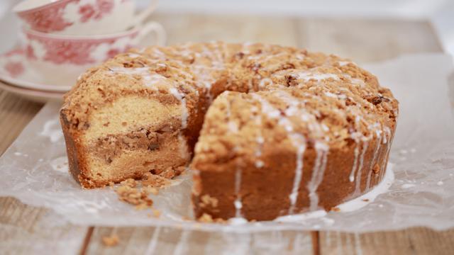 Simple and delicious classic coffee cake recipe