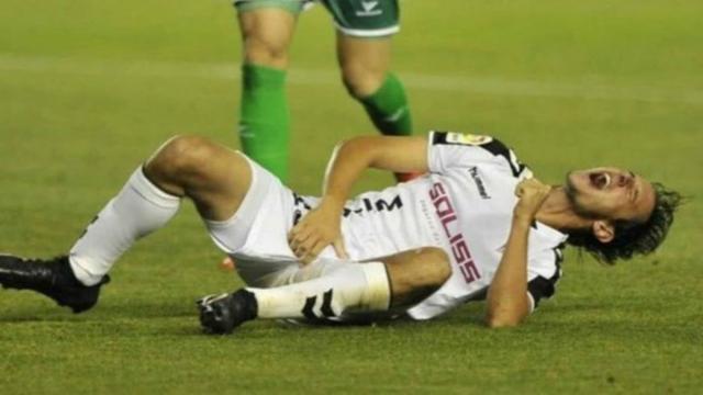 Jogador morde a genital do adversário e é suspenso por cinco anos na França