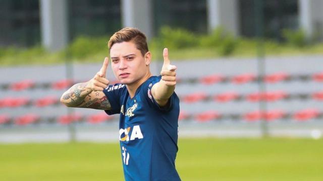 Ex-jogador do Flamengo, Adryan, é apresentando no Avaí
