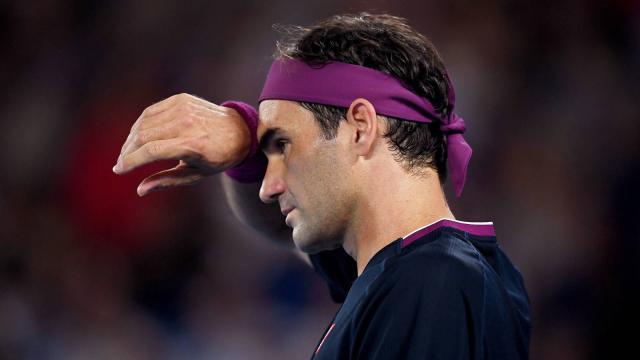 La lesión en la rodilla de Federer allana el camino a Nadal y Djokovic
