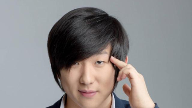 'BBB20': mesmo confinado no BBB, Pyong conhece o filho Jake