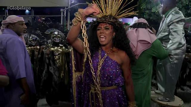 Ao colocar Jesus mulher, Mangueira vira alvo de polêmica no Carnaval