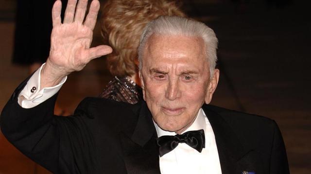 La Fundación Douglas administrará la mayor parte de la herencia de Kirk Douglas