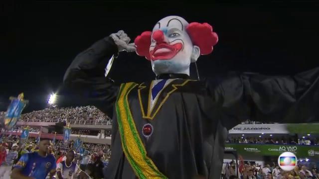 Bolsonaro posta imagens de apoiadores na folia após sofrer críticas durante o Carnaval