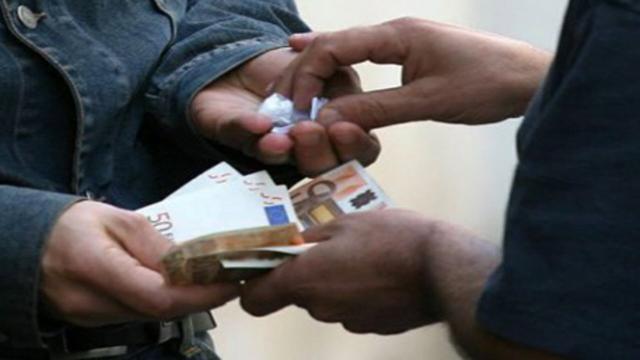 Sardegna, giovane di 25 anni arrestato: spacciava in casa marijuana e cocaina