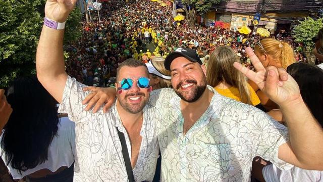 Famosos marcam presença em blocos de carnaval