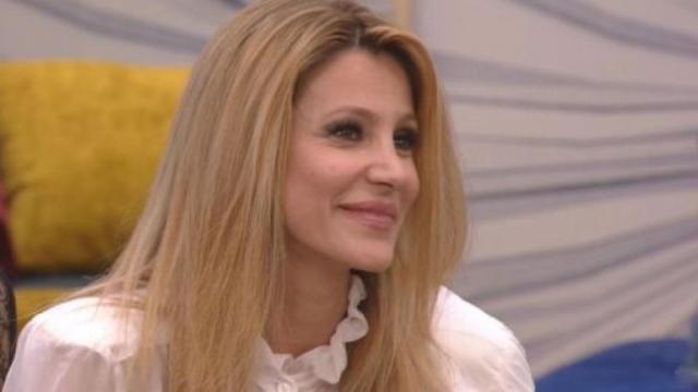 GF Vip, Adriana Volpe: 'Zequila si imbuca alle feste e fa la foto con il famoso'